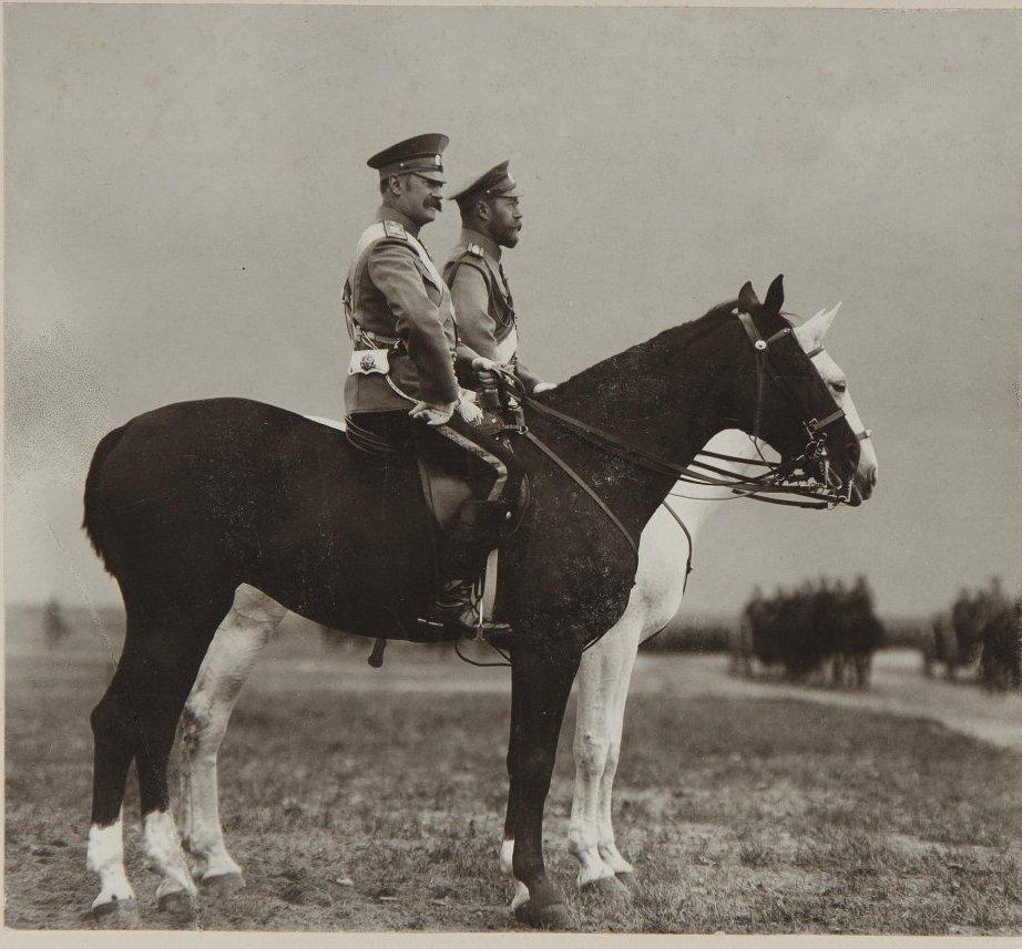 1900-е. Император Николай II верхом принимает парад.jpg
