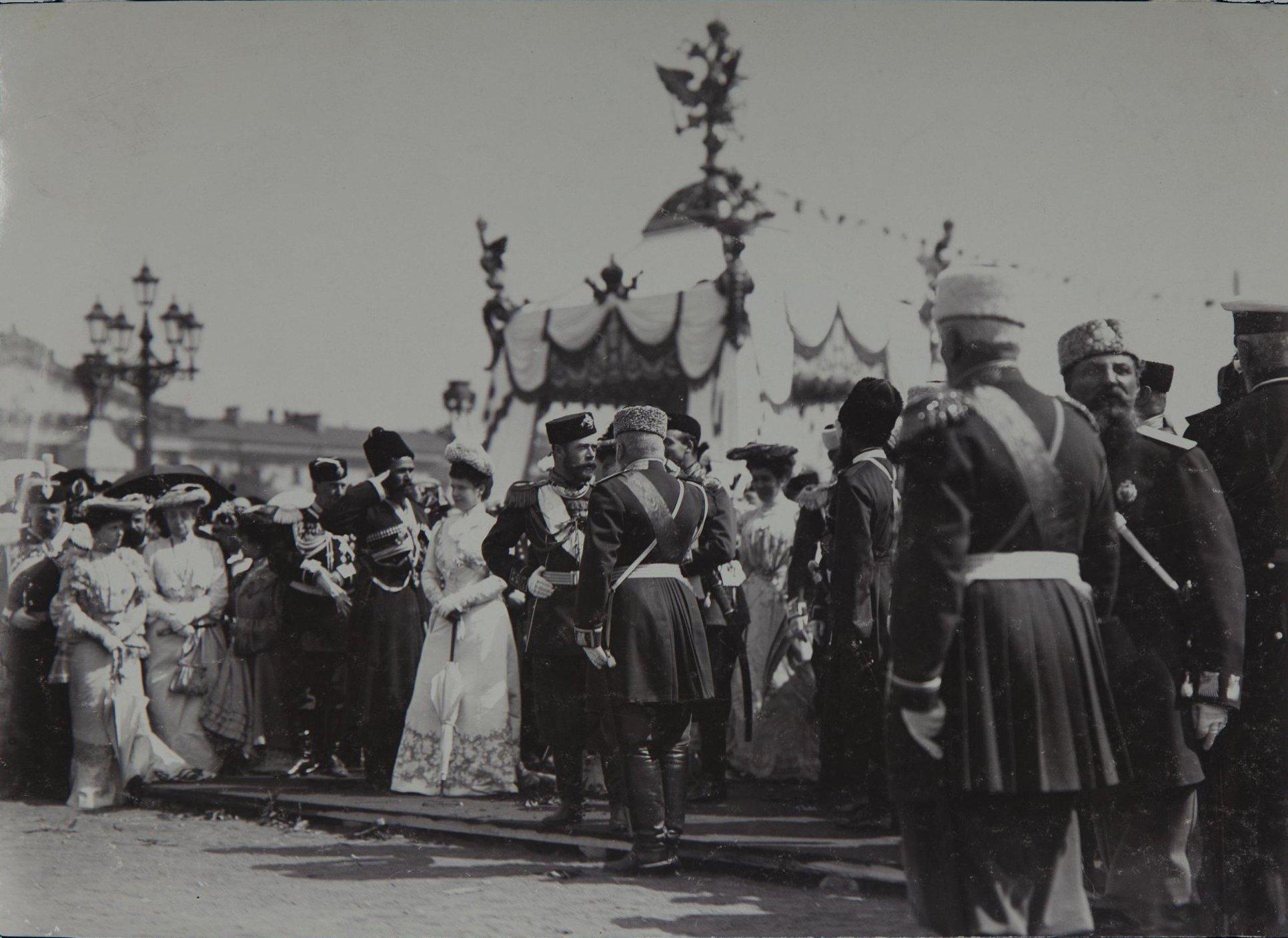 1903. 200-летие Санкт-Петербурга. У Сенатской площади.jpg