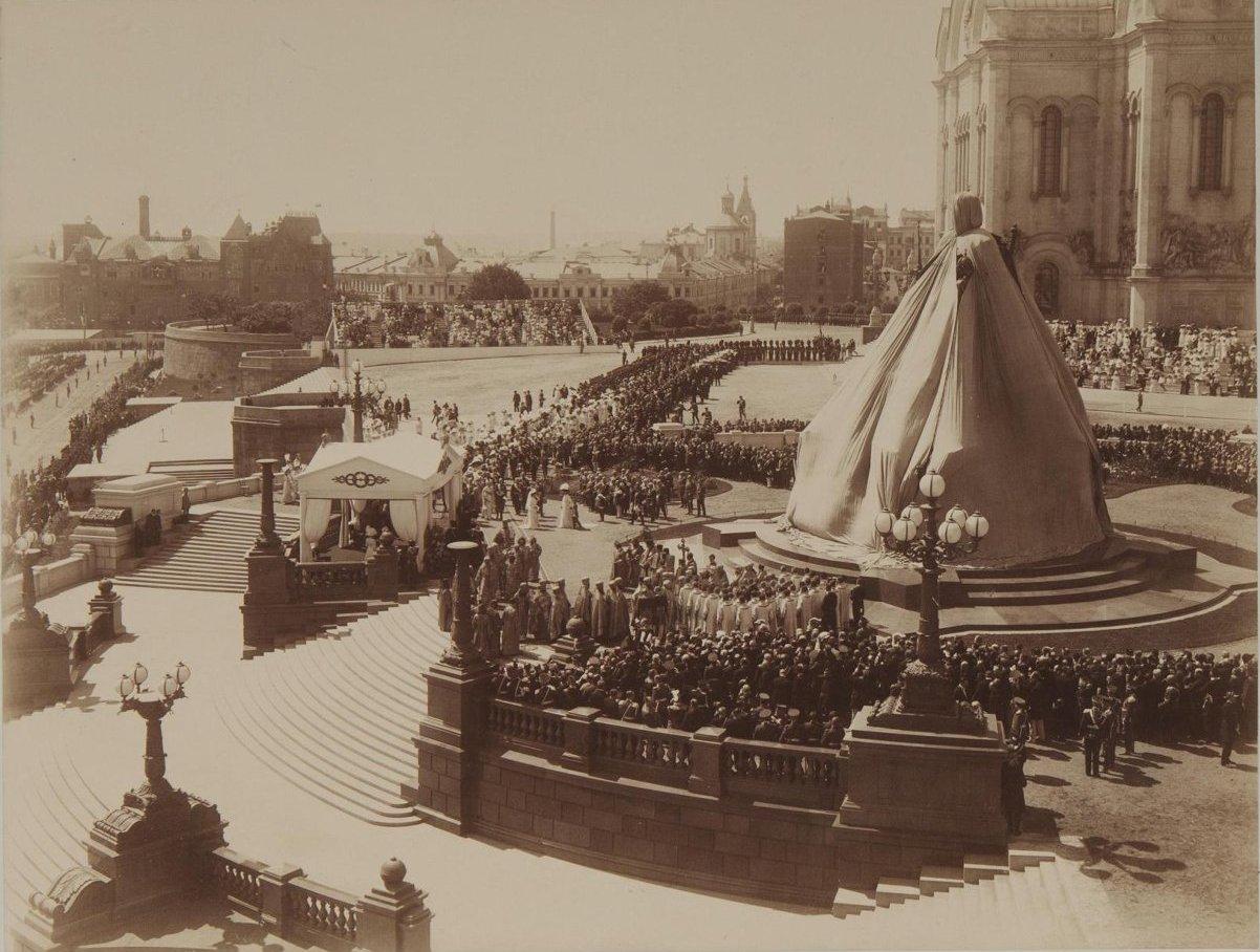 1912. Открытие памятника императору Александру III в Москве.jpg