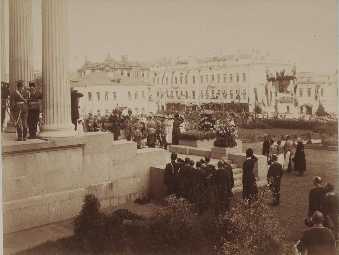 1912. Торжественное открытие музея изящных искусств имени императора Александра III в присутствии императорской семьи.jpg