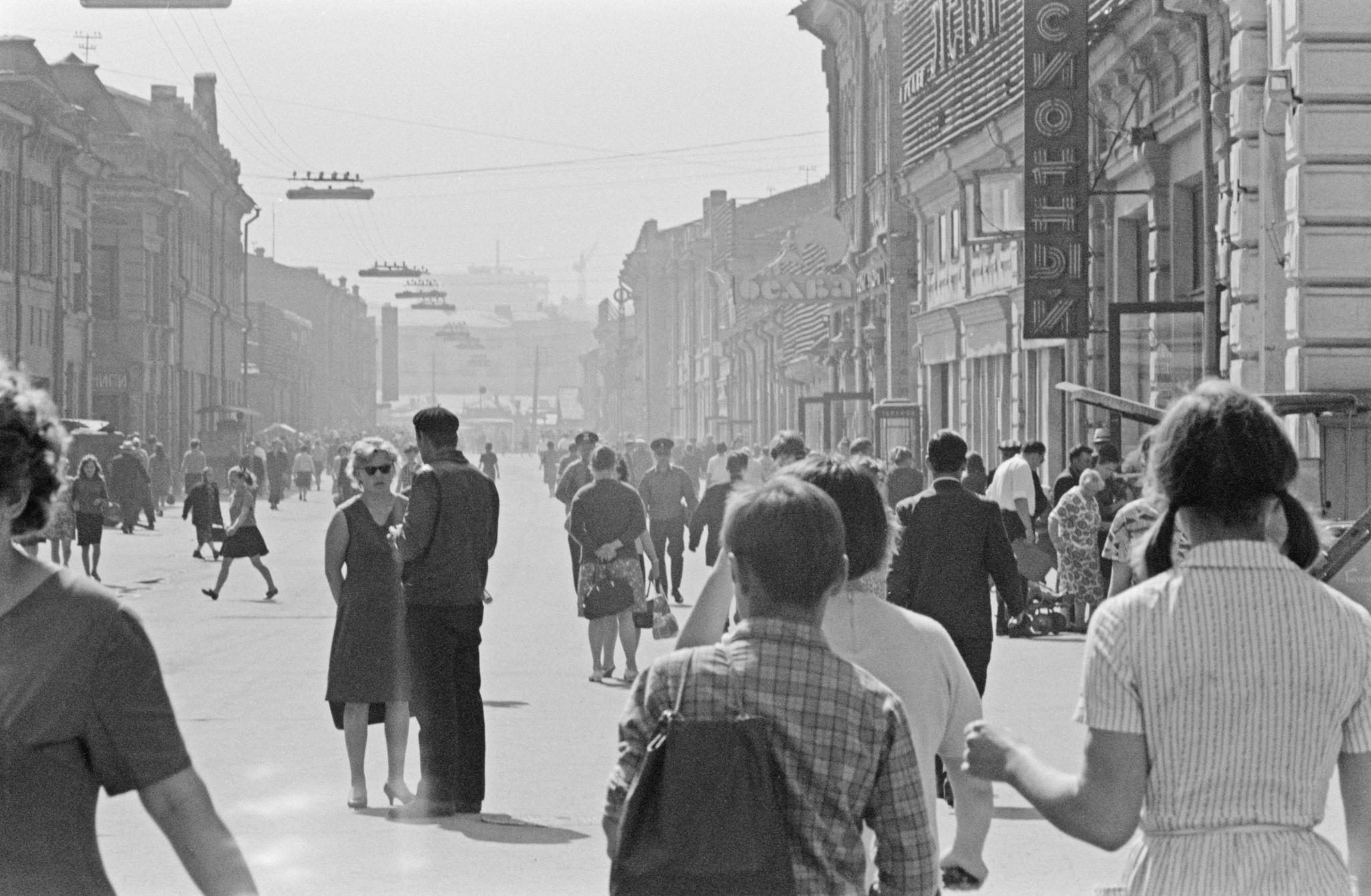 Улица Урицкого в её центре.png
