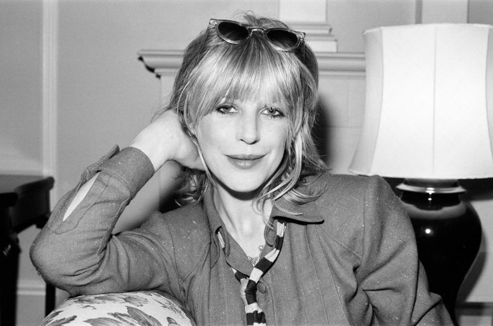 1979. Марианна Фейтфулл в отеле Dorchester, Лондон, 13 ноября .png