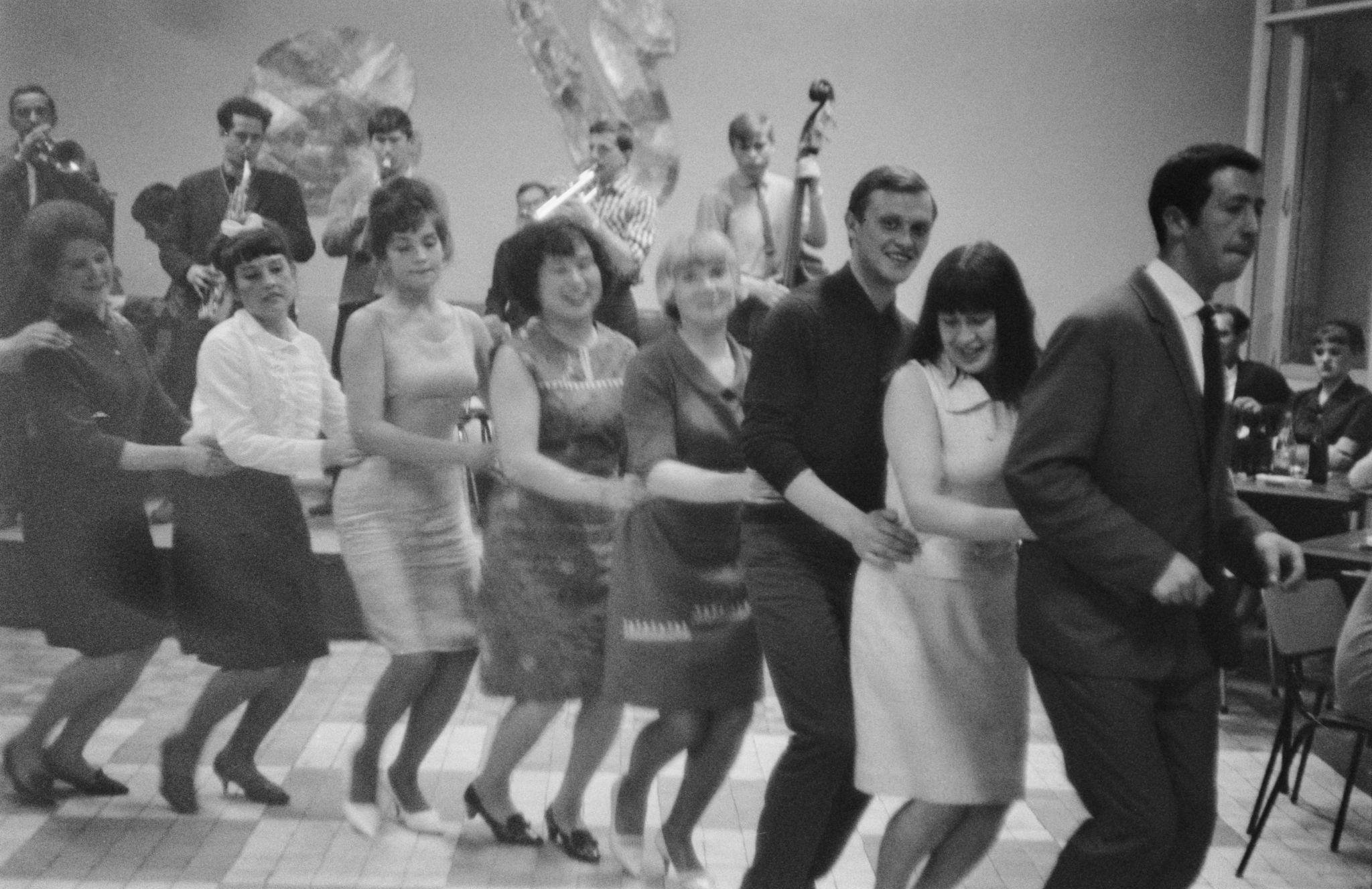 04. Танцы в клубе (3).png