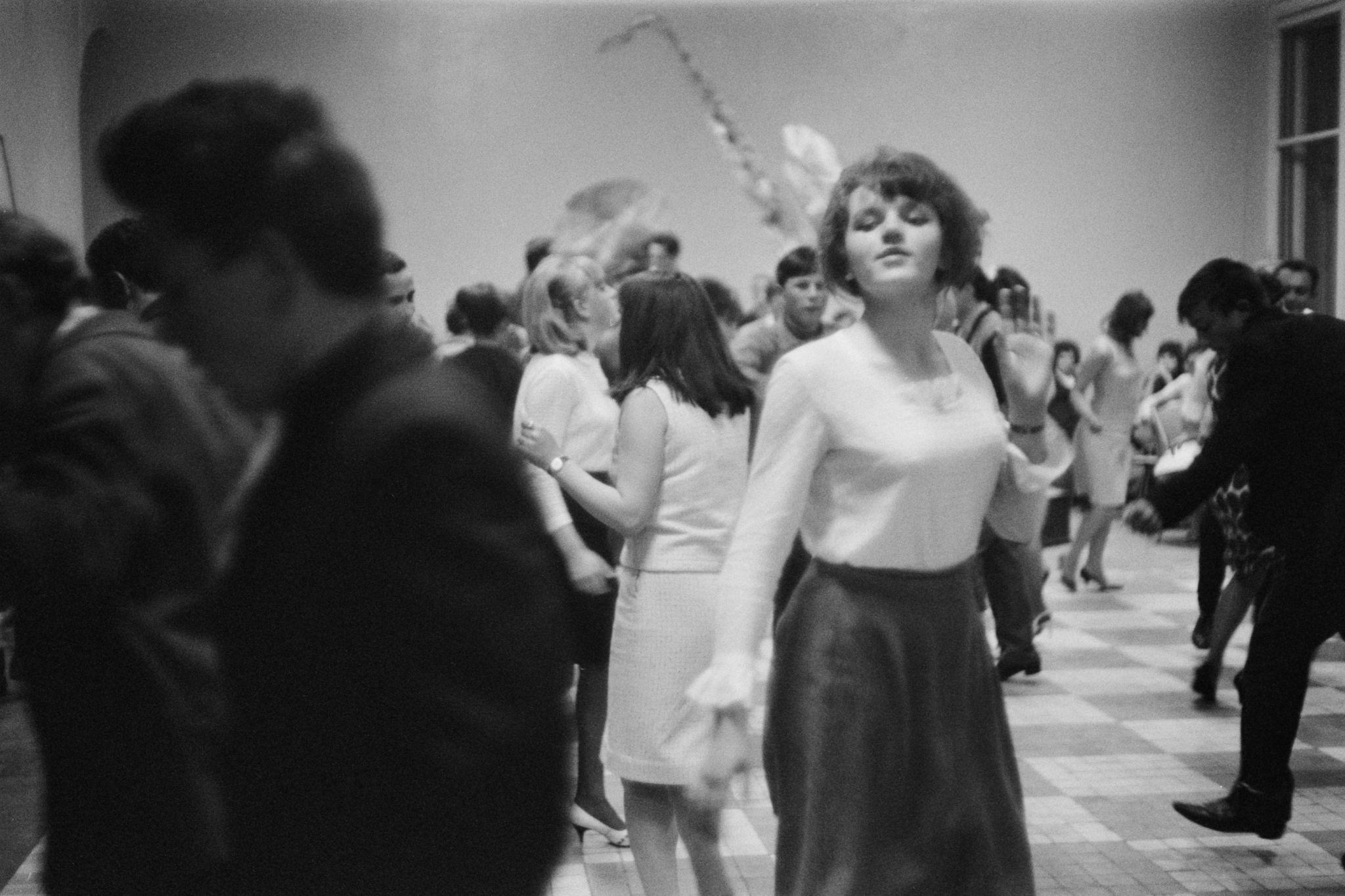 04. Танцы в клубе (6).png