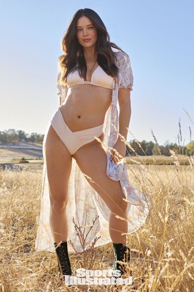 emily-didonato-sports-illustrated-swimsuit-issue-2021-more-photos-33.jpg