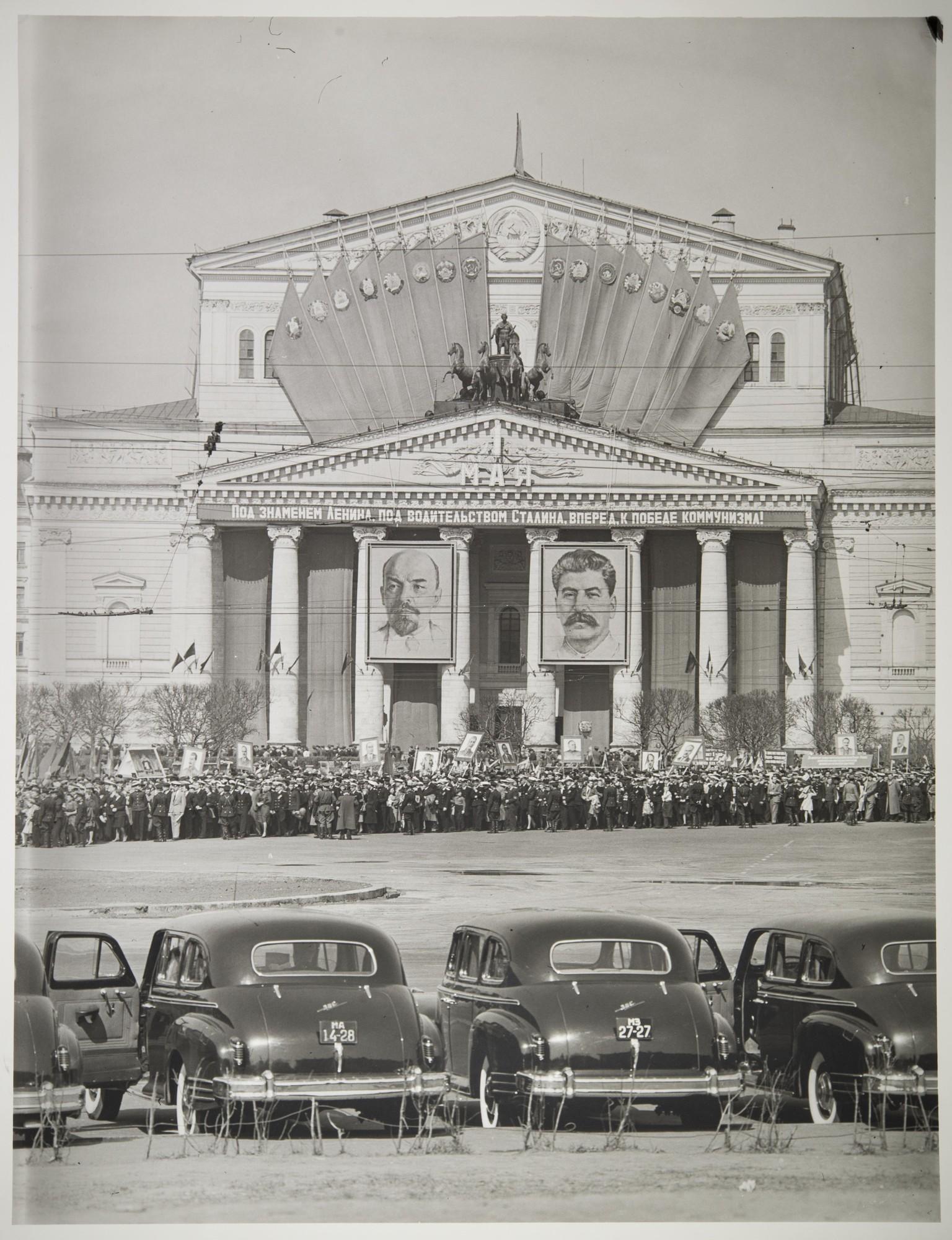 1947. Демонстрация у Большого театра