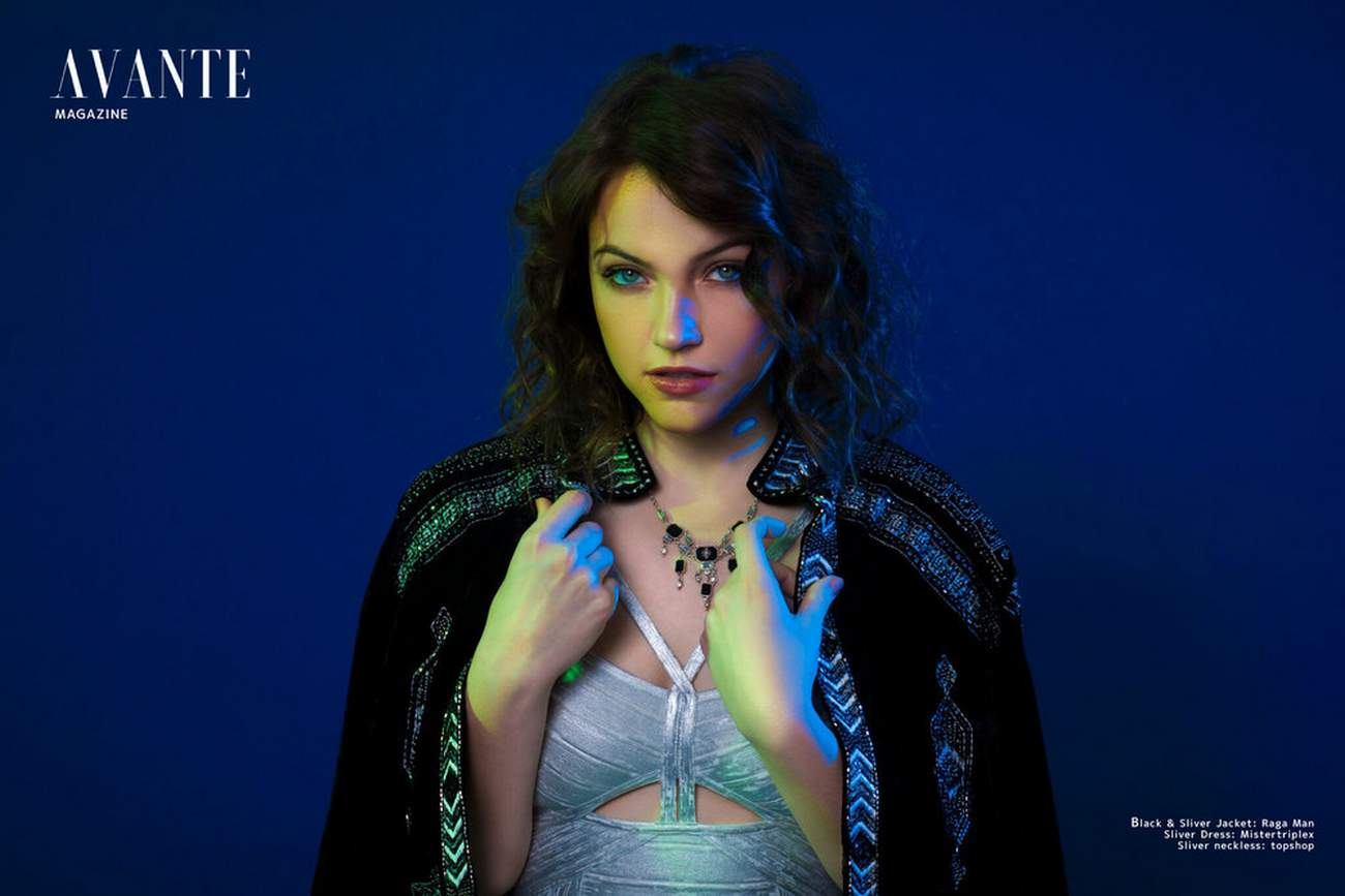 Violett-Beane-photographed-by-Xavier-Albert-for-Avante-Magazine-201800008.jpg