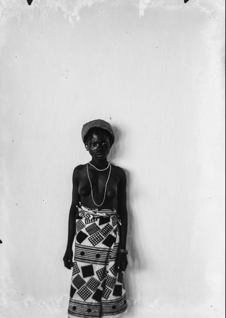97. Антропометрическое изображение женщины Яо.jpg