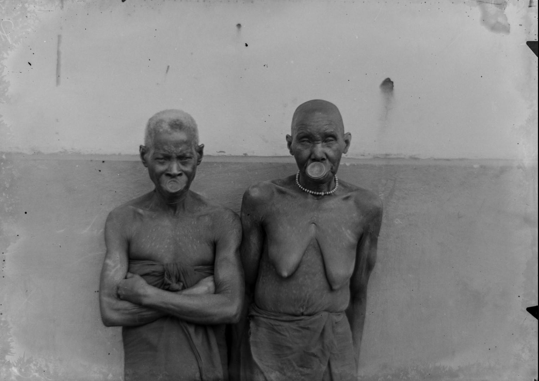 103. Антропометрическое изображение двух женщин Макуа.jpg