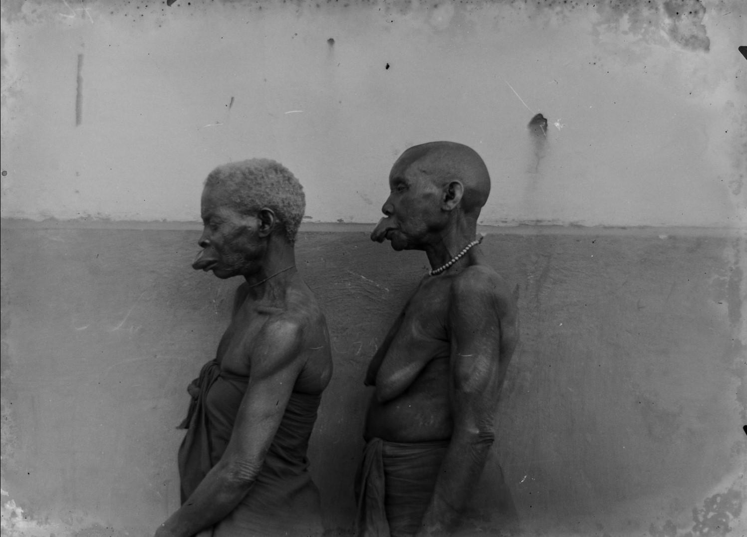104. Антропометрическое изображение двух женщин Макуа.jpg