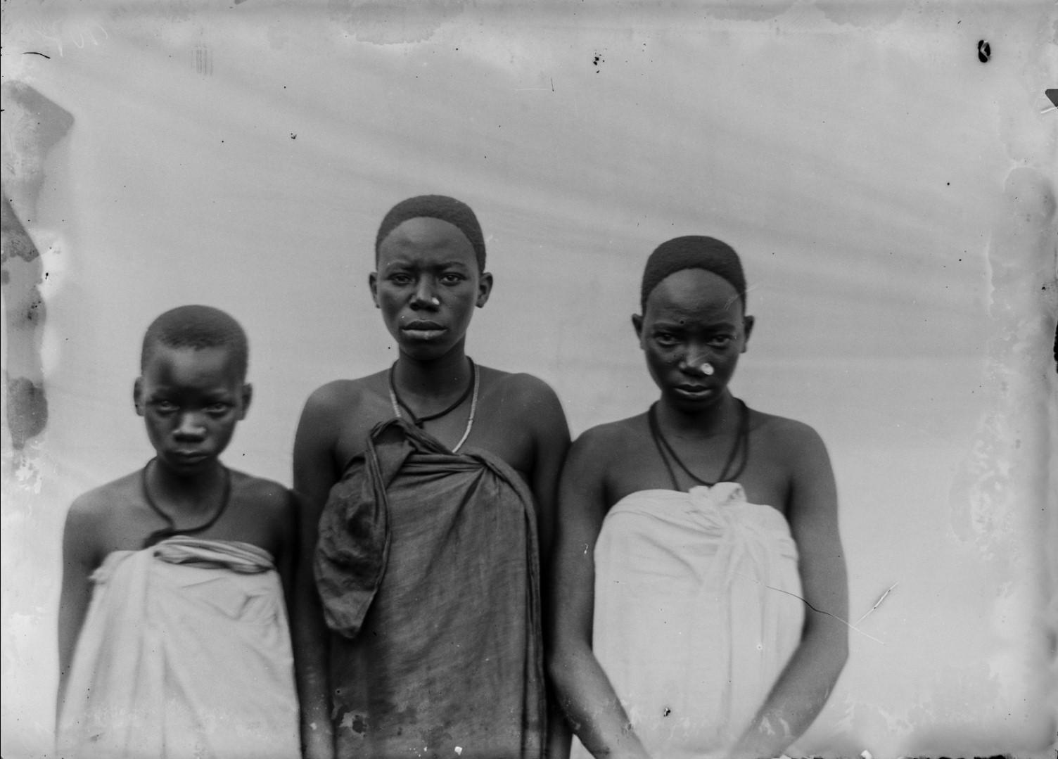 107. Антропометрическое изображение трех девушек из Ньясы.jpg