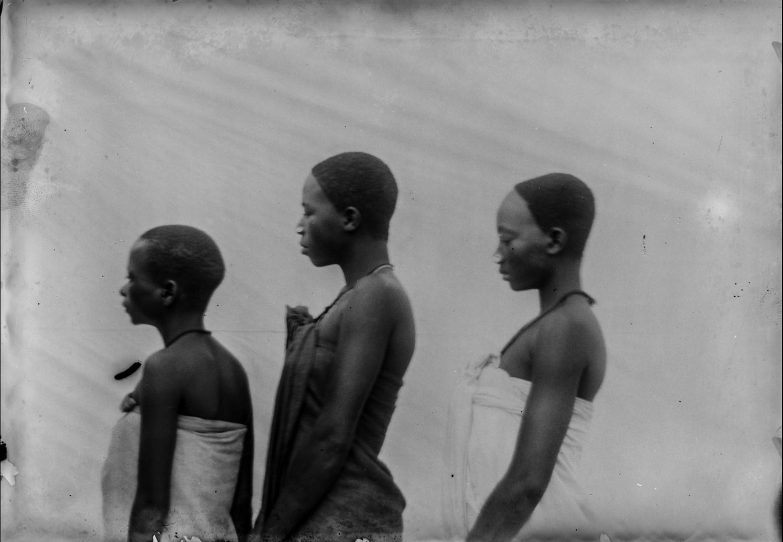 108. Антропометрическое изображение трех девушек из Ньясы.jpg
