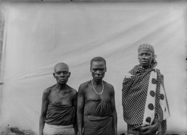 111. Антропометрическое изображение трех  человек Ньясы.jpg
