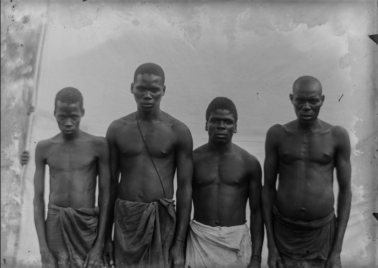113. Антропометрическое изображение четырех мужчин Яо.jpg