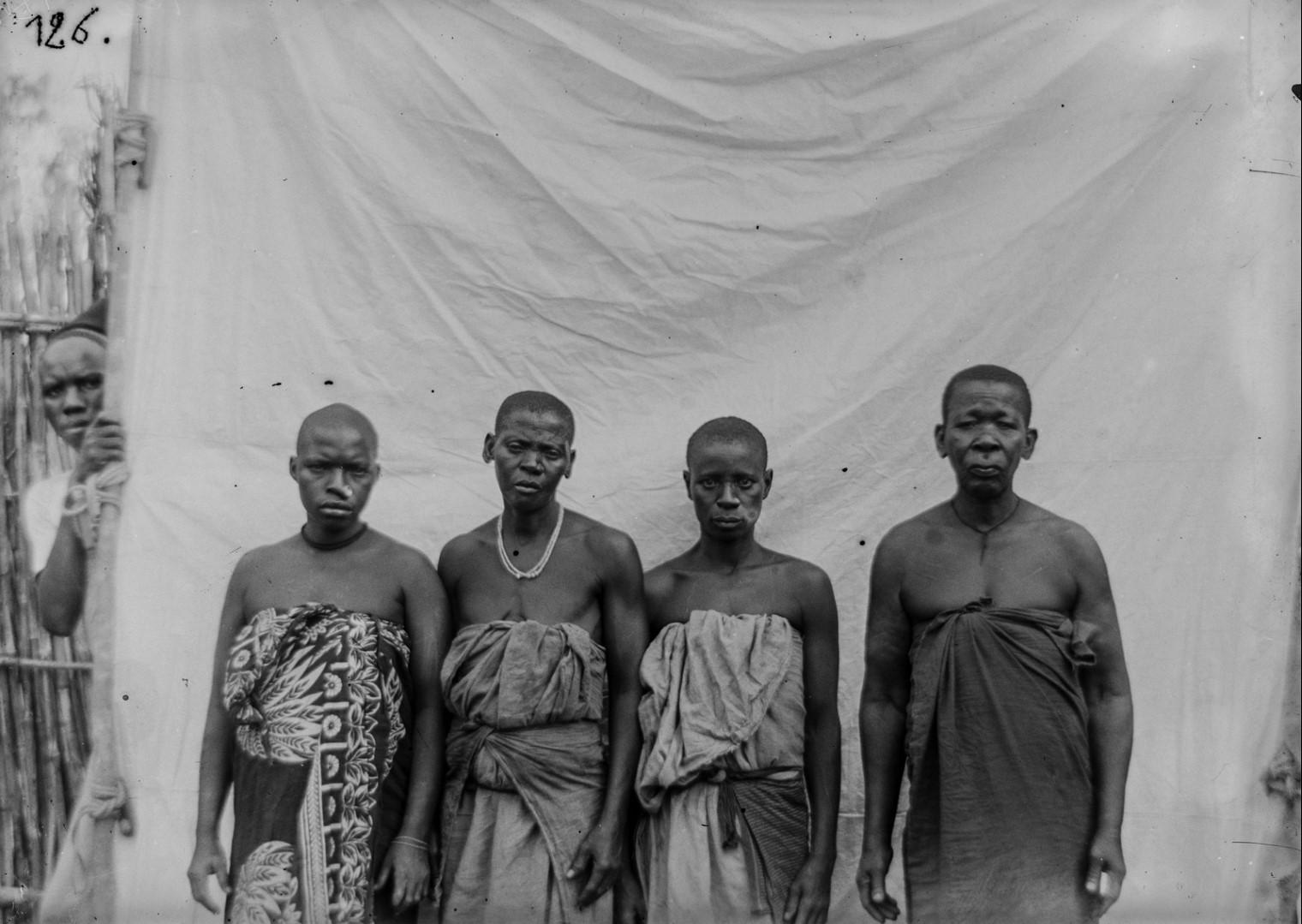 117. Антропометрическое изображение четырех женщин Яо.jpg