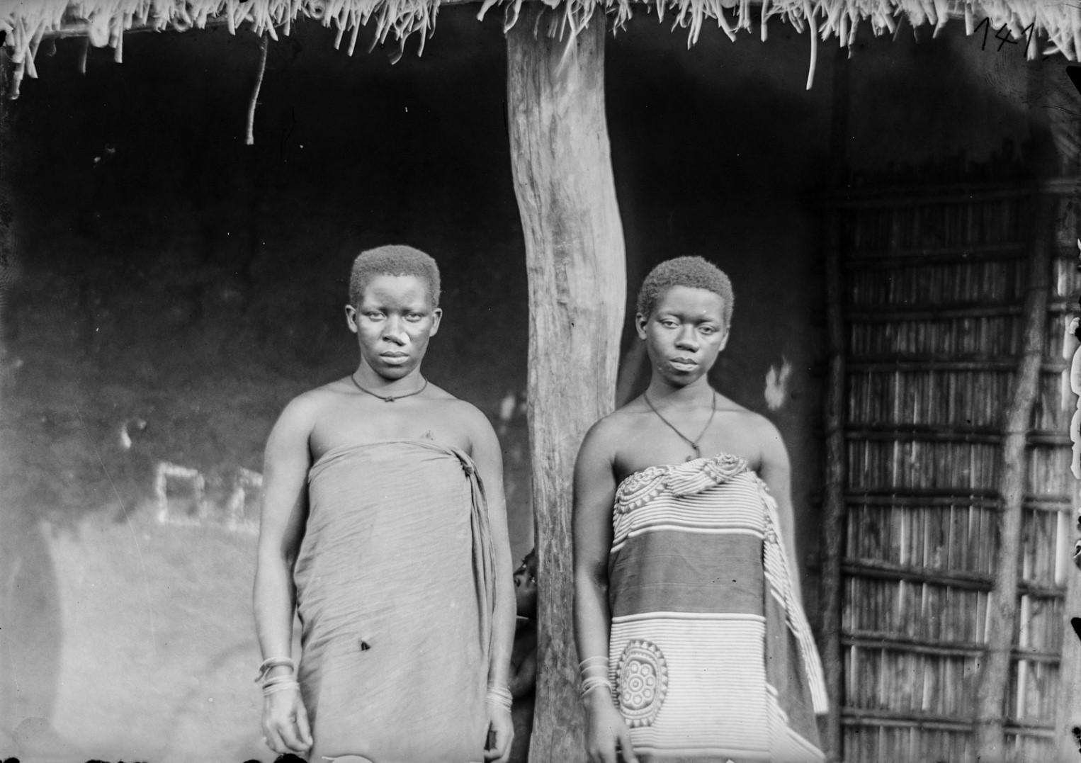 120. Антропометрическое изображение двух женщин Яо.jpg