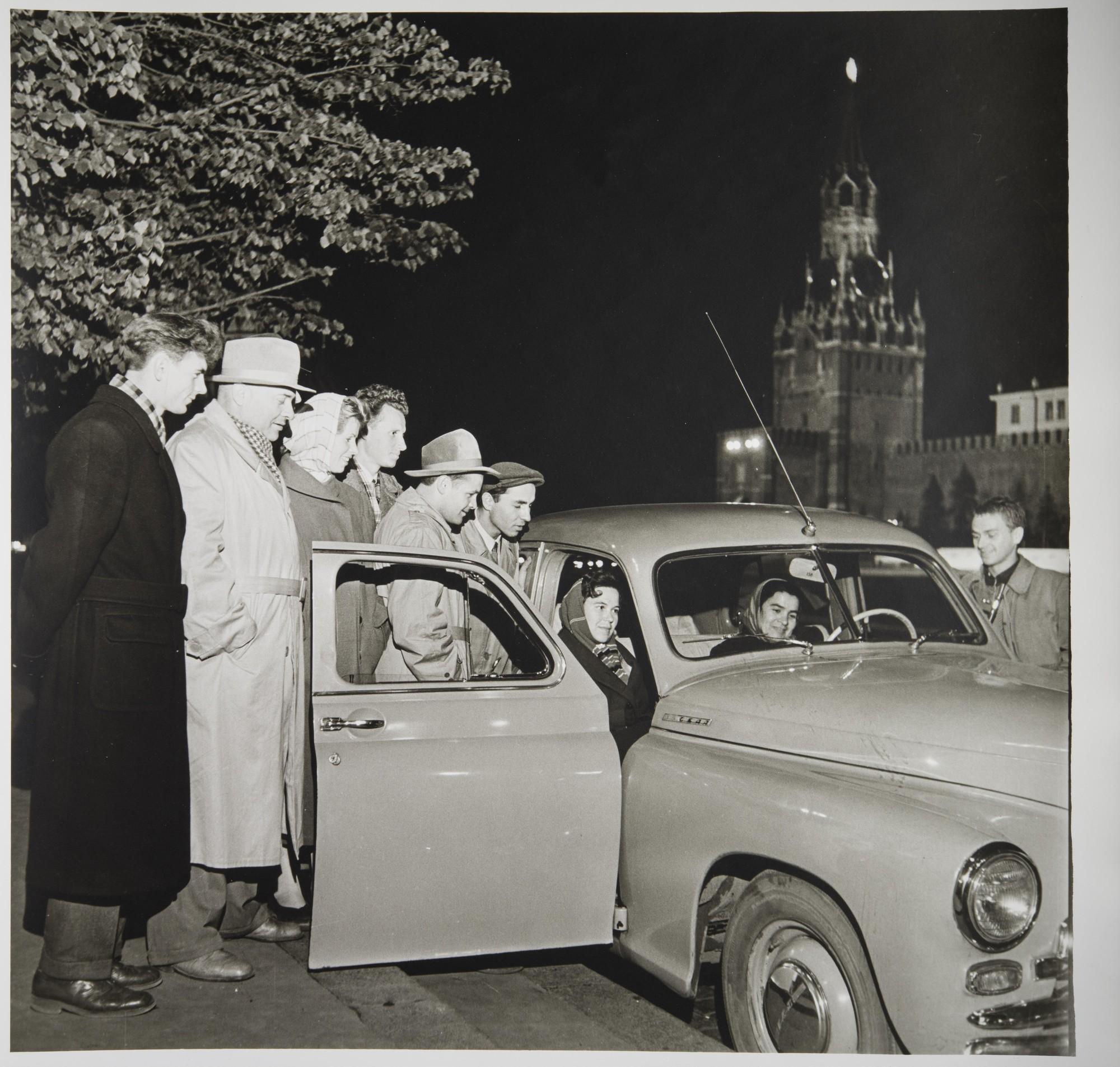 1957. Первый Спутник Земли — позывные. Красная площадь.jpg