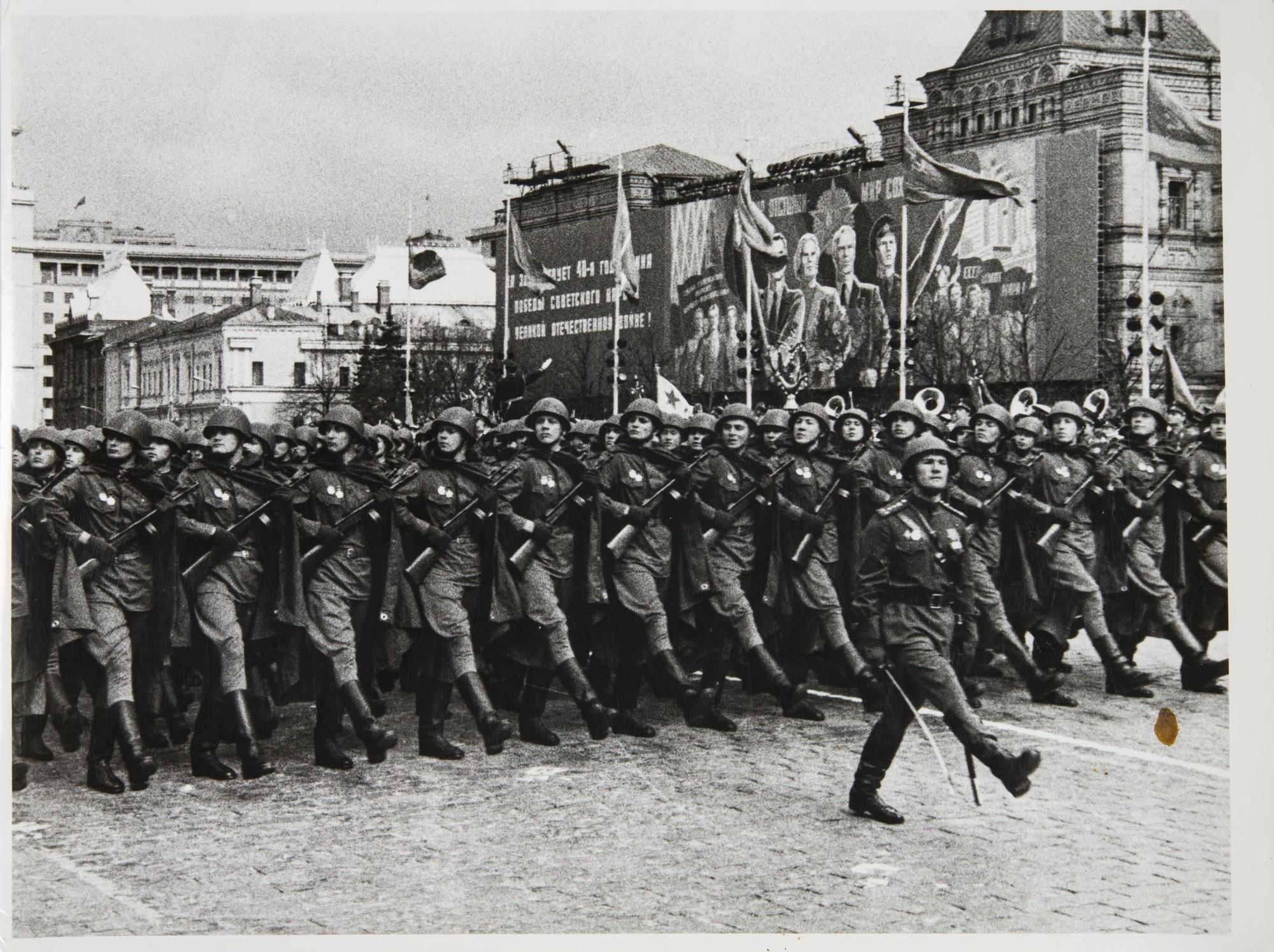 1965. Парад. 20 лет Победы.jpg