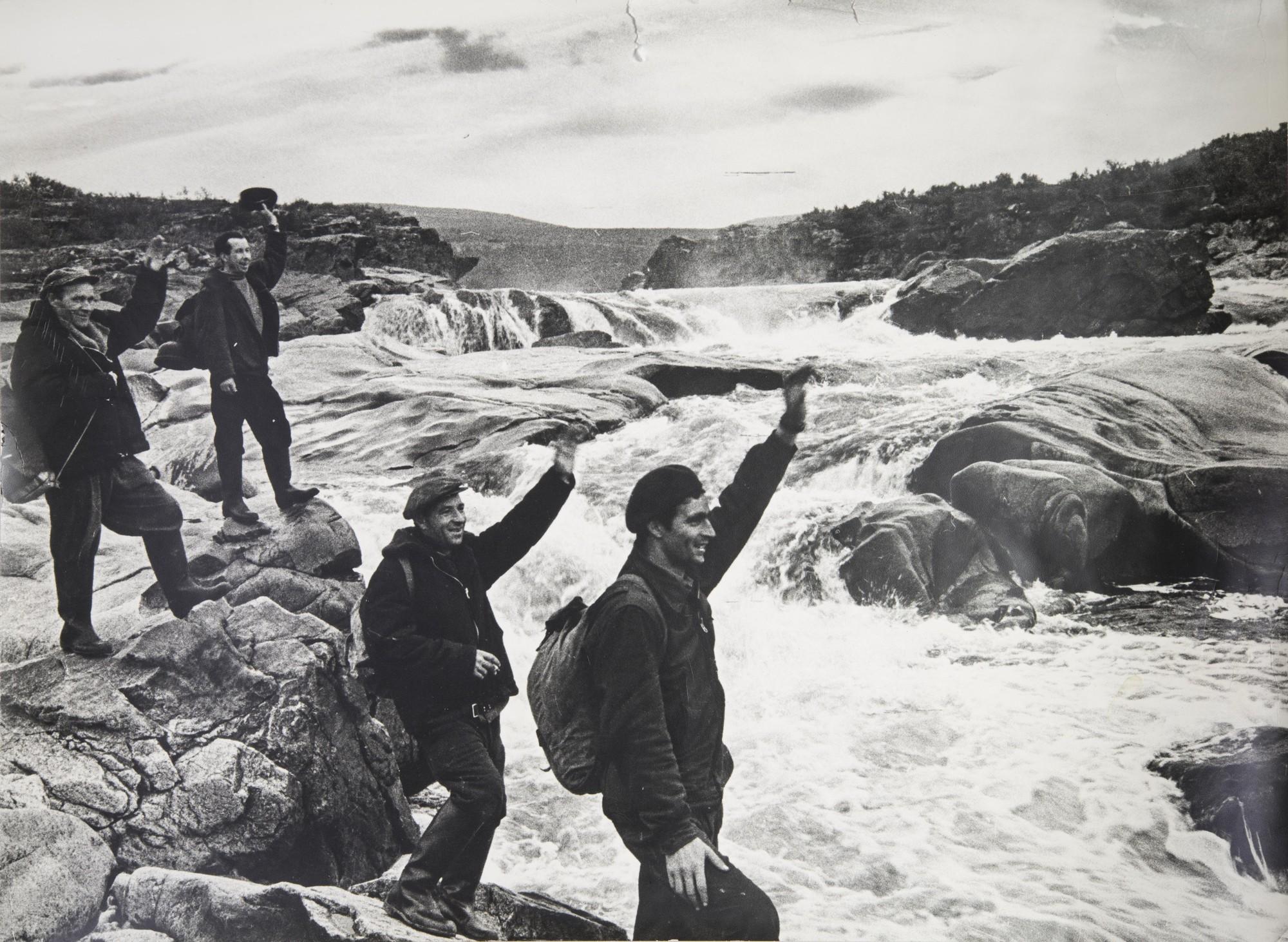 1968. Геологи на Енисее.jpg
