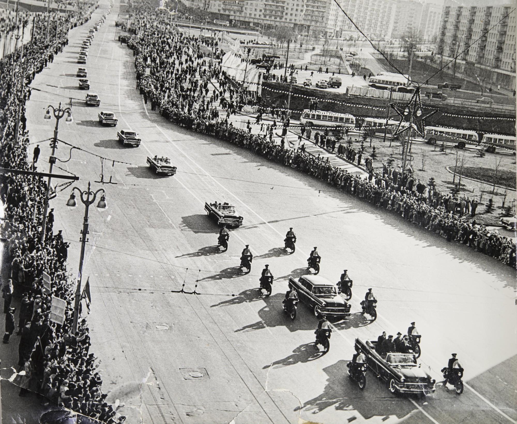 1969. Встреча Фиделя Кастро на Ленинградском проспекте.jpg