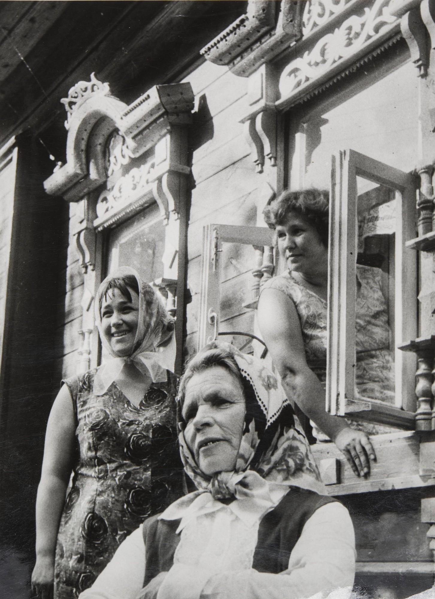 1976. Художницы с фабрики.jpg
