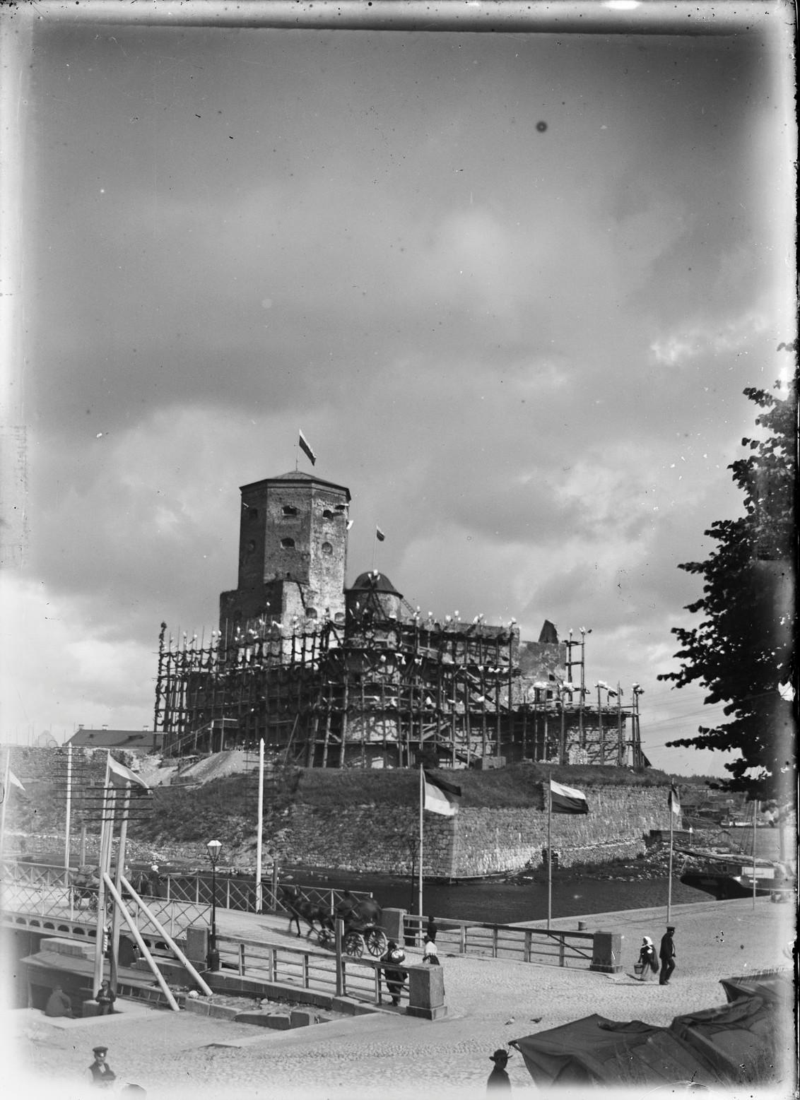 Выборгский замок, окруженный лесами во время визита императора Александр III. 1890