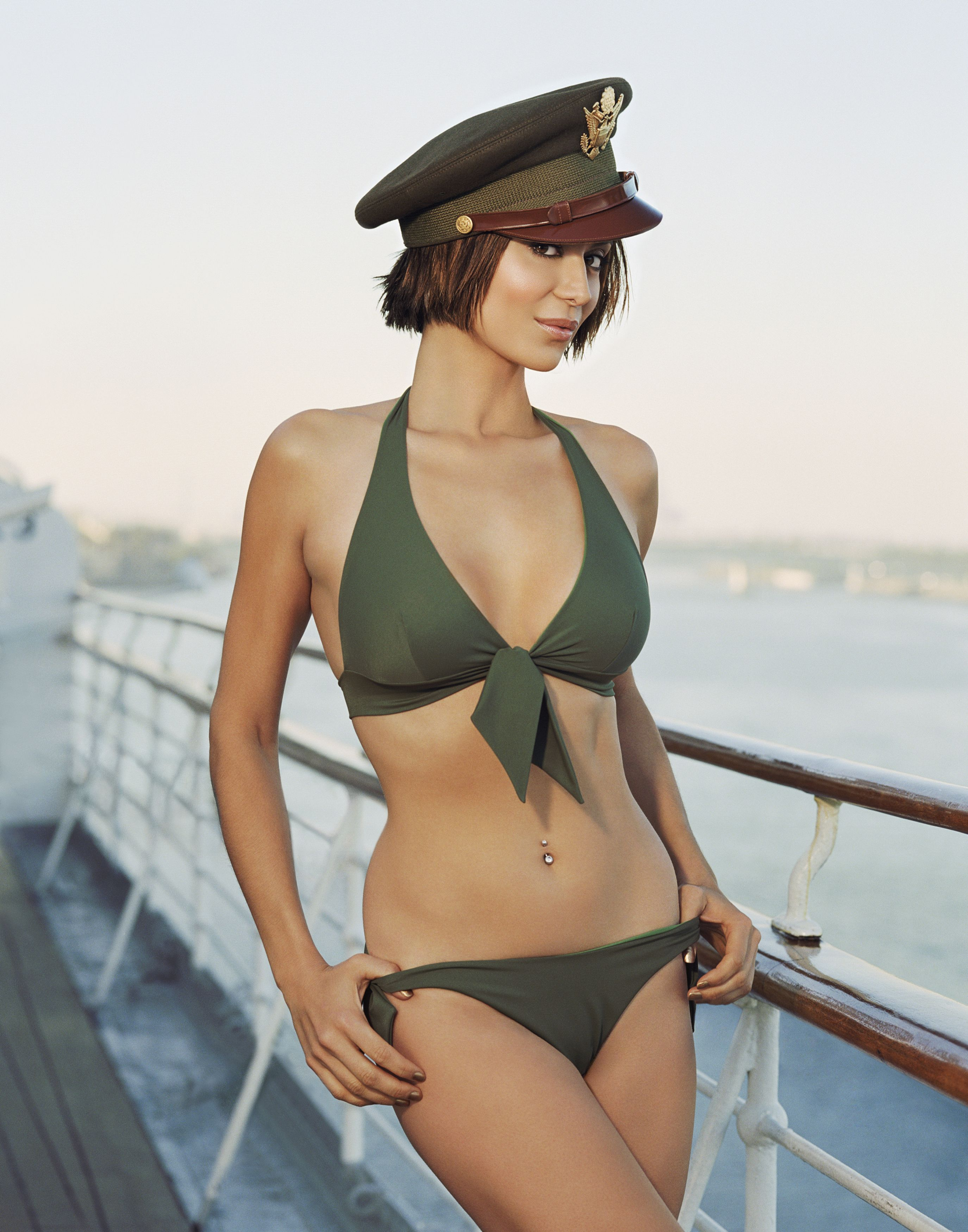 57107_Catherine-Bell-sexy-246601_122_438lo.jpg