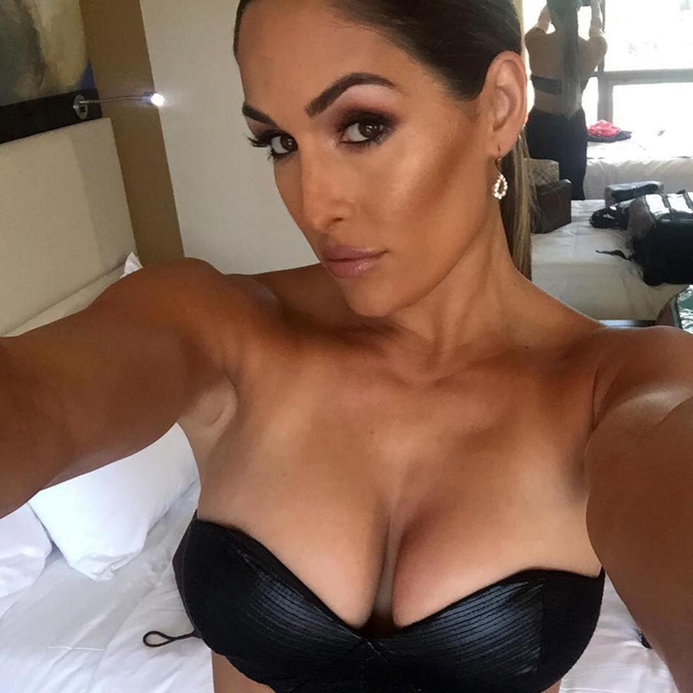 20-Nikki-Bella-Nude.jpg
