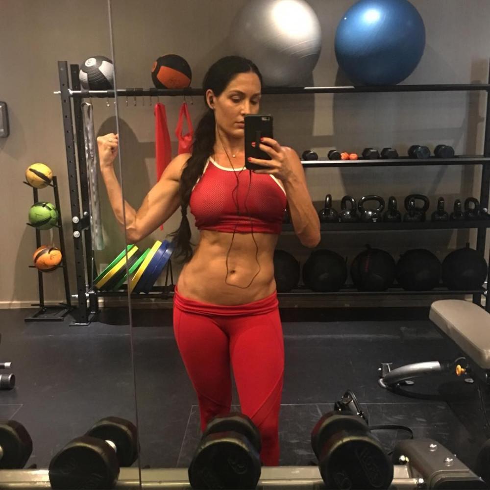 Nikki-Bella-Sexy-TheFappening-8-.jpg