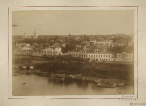 Князь-Дмитровская сторона. Вид Волги, лодок, каменных домов на набережной