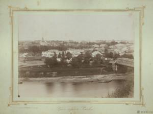 Панорама Волги и Ржева, справа деревянный мост