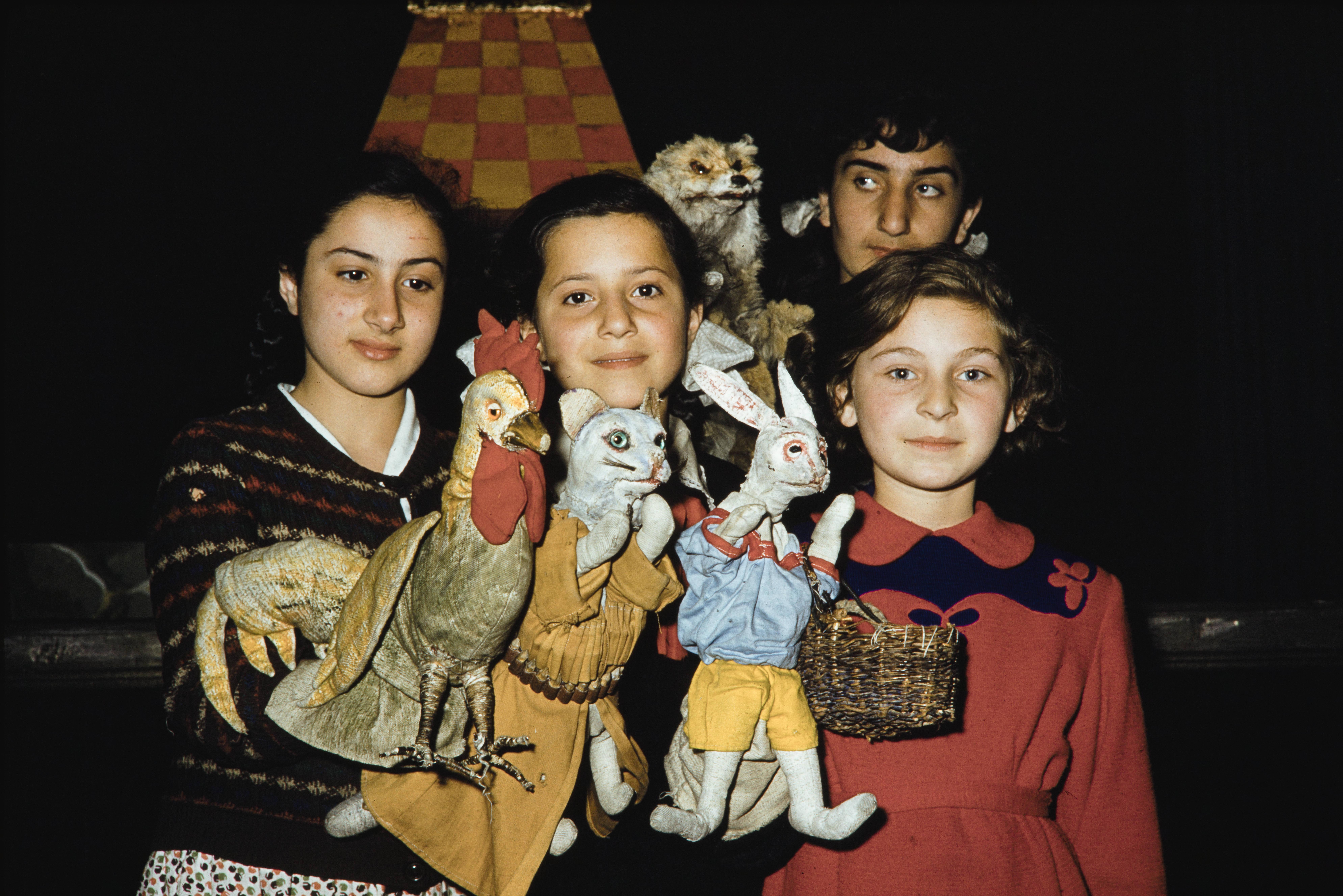 кукловоды в лагере молодых пионеров.jpg