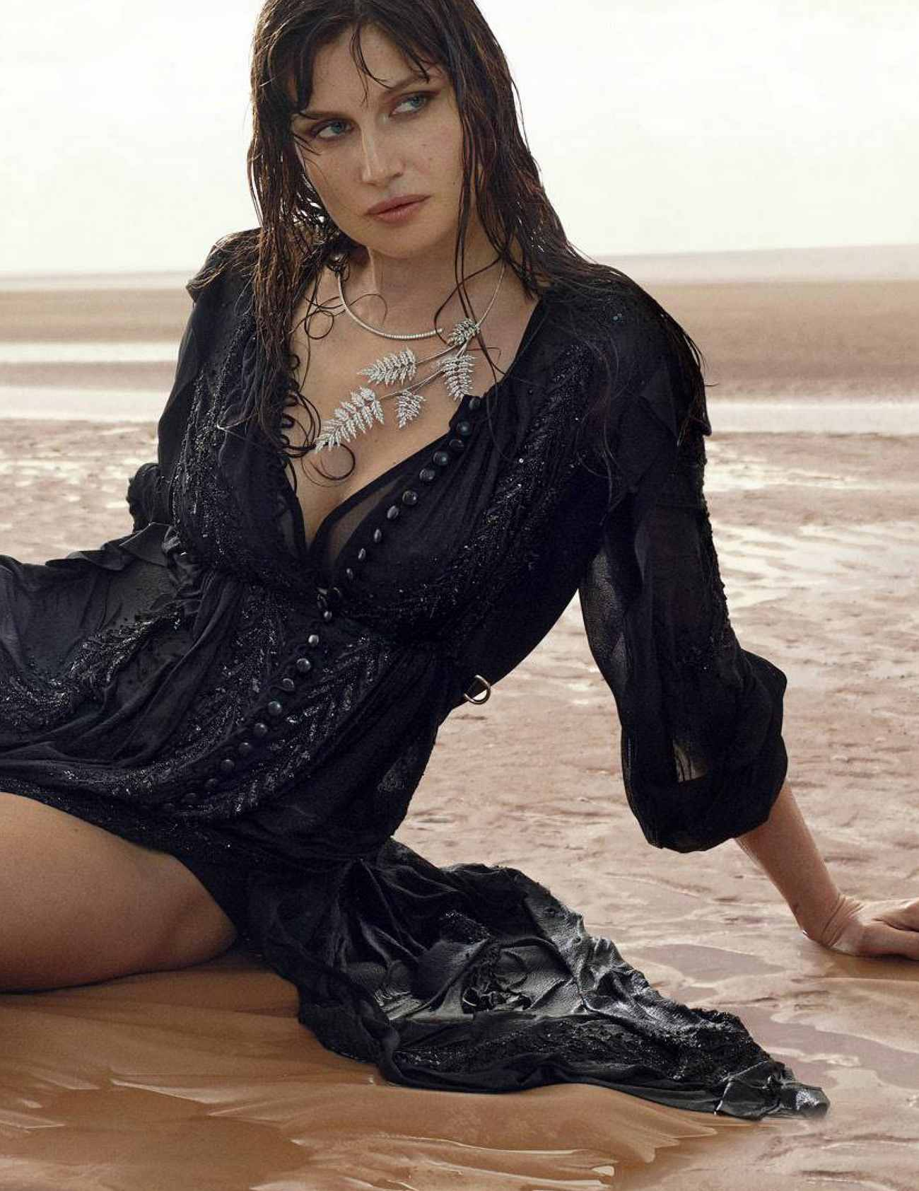 Laetitia-Casta-Madame-Figaro-18-May-201800003.jpg