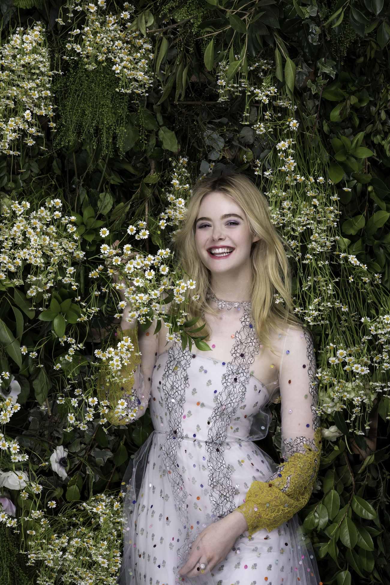 Elle-Fanning-Vanity-Fair-Italia-June-201800003.jpg
