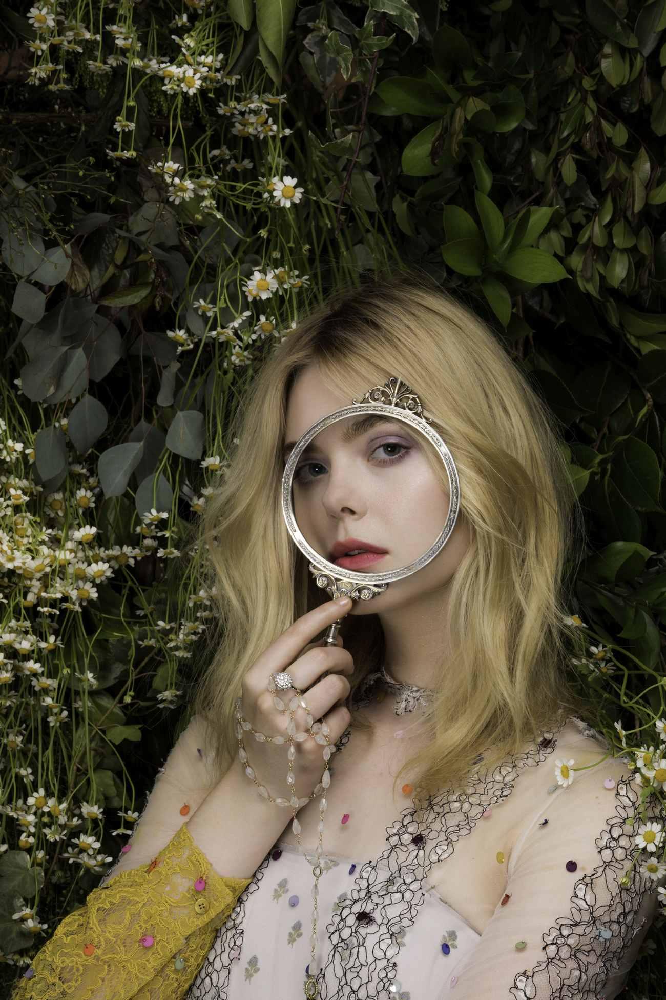 Elle-Fanning-Vanity-Fair-Italia-June-201800008.jpg