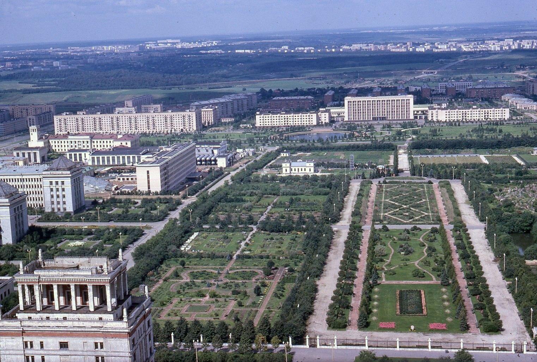 Вид на Ботанический сад МГУ.jpg