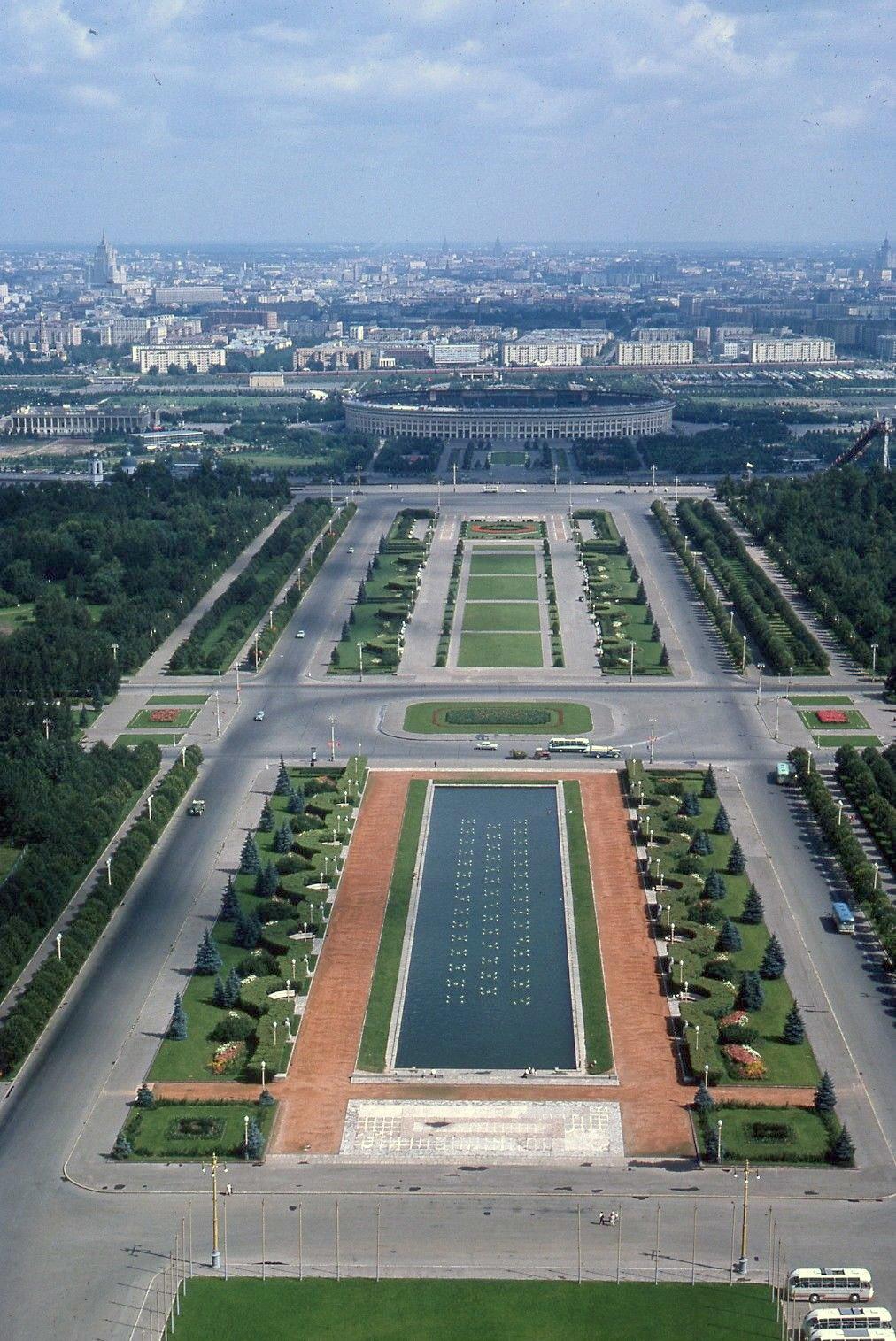 Вид с Главного здания МГУ.jpg