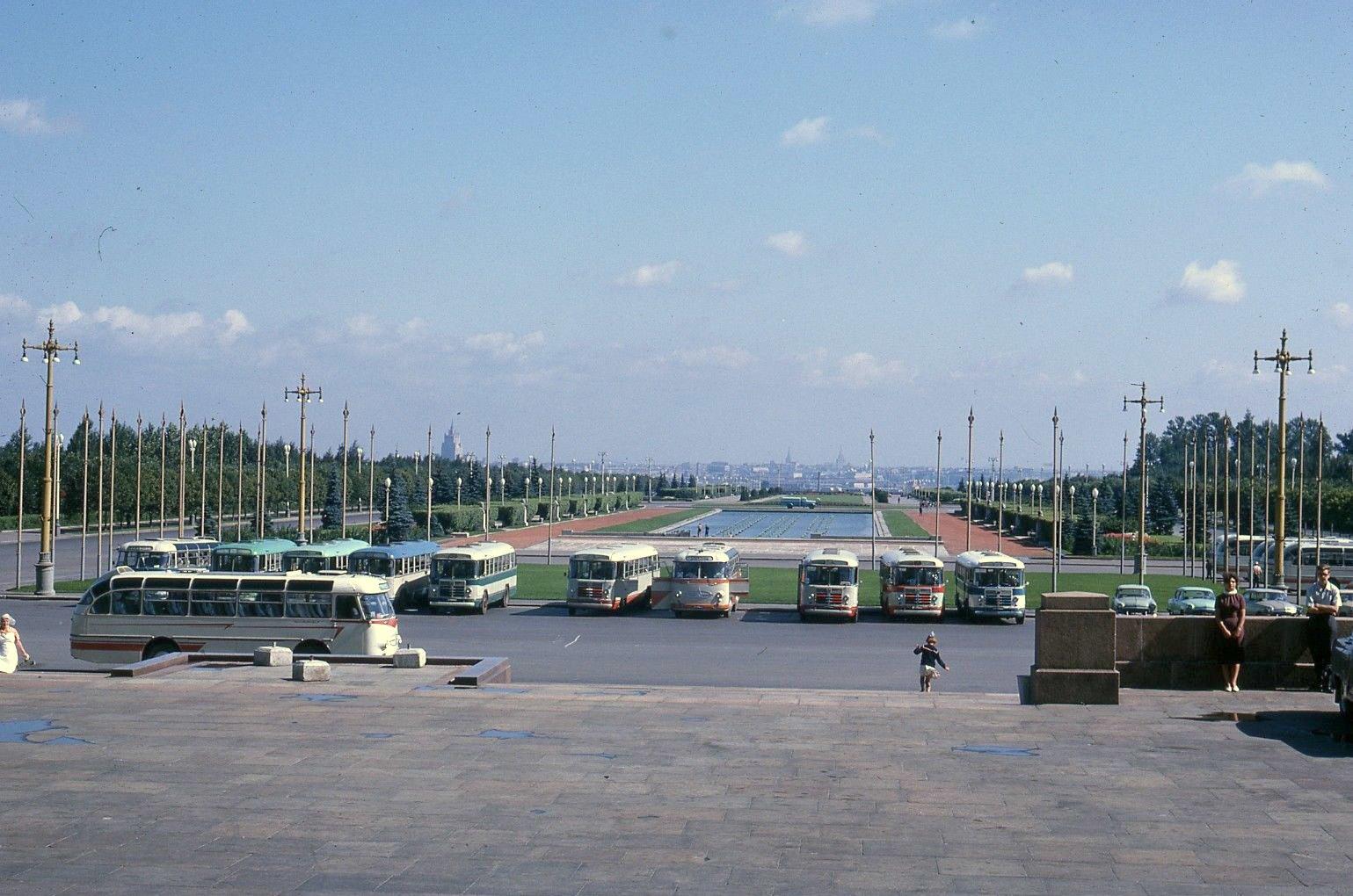 Партер перед Главным зданием МГУ.jpg