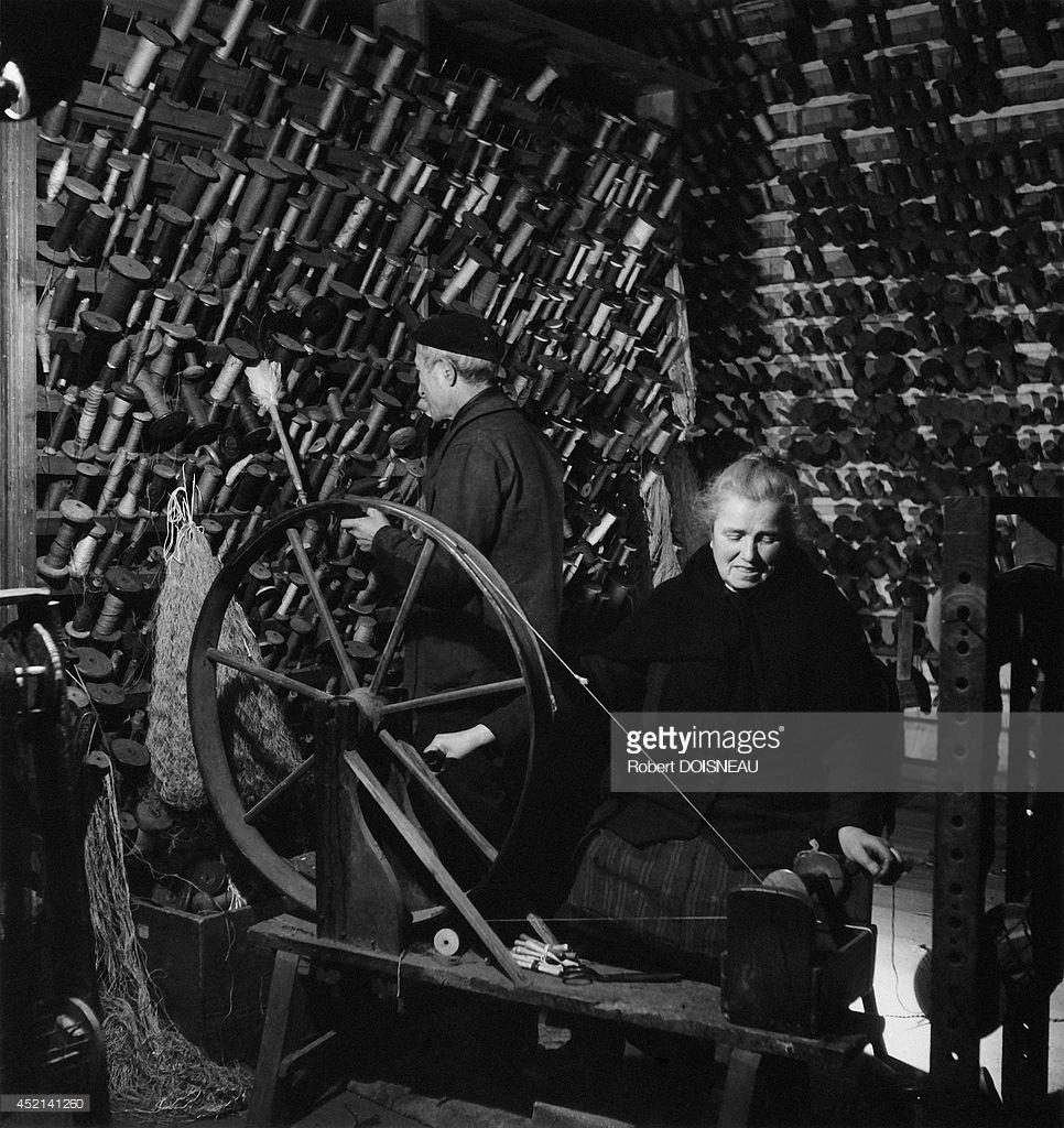 1945. Женщина за прядильным станком. Обюссон..jpg