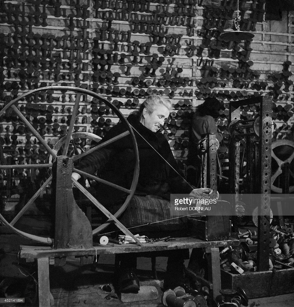 1945. Женщина за прядильным станком. Обюссон.jpg