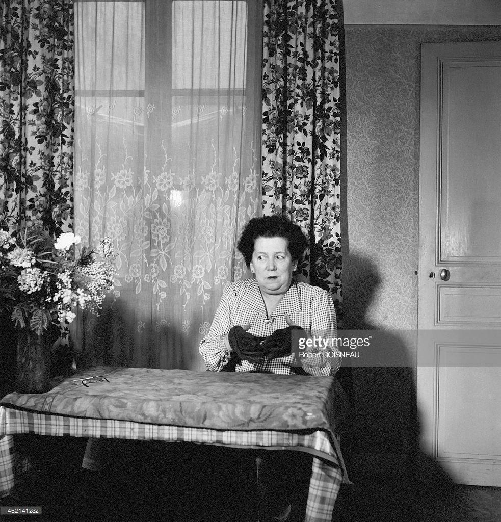 1949. Знаменитая медиум мадам Судейс.jpg