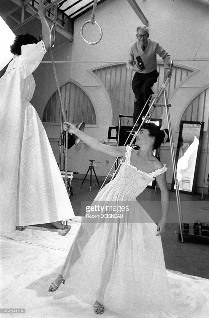 1953. Эмиль Савитри во время фотосессии для журнала Vogue.jpg
