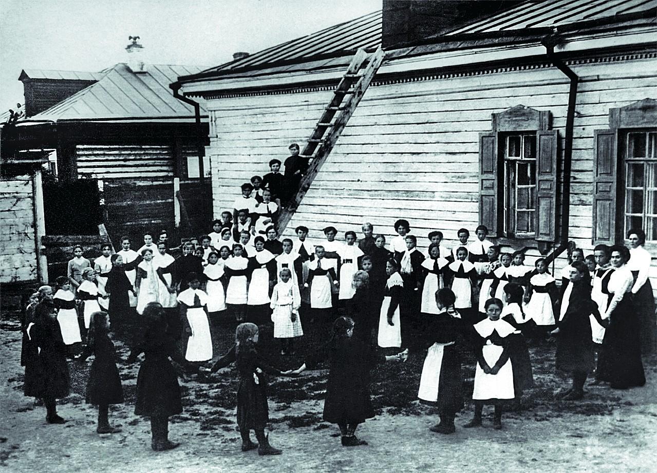 Покровское женское приходское училище.jpg