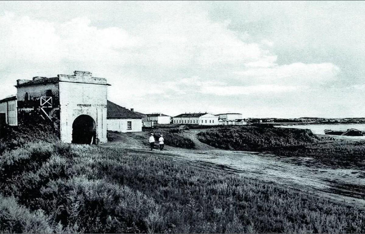 Тобольские ворота Омской крепости.jpg