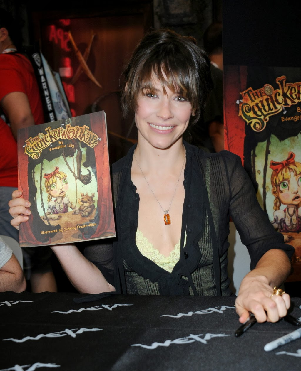 Evangeline-Lilly-pictureComic-Con-2013-03.jpg