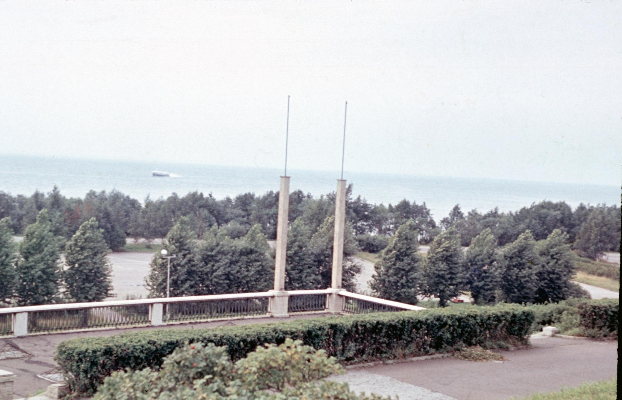 Вид на залив от стадиона им. Кирова.jpg