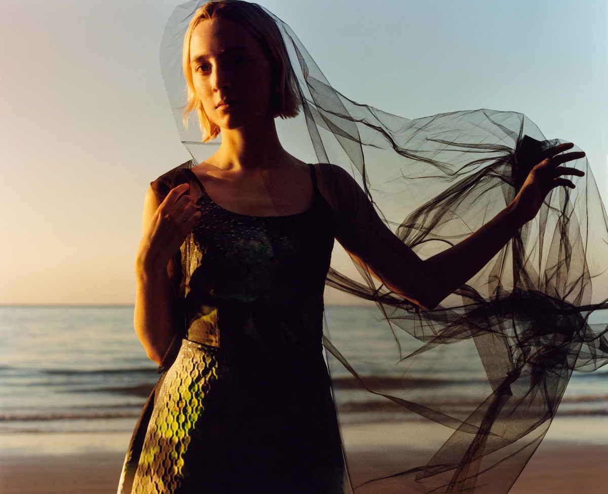 Saoirse-Ronan-US-Vogue-August-201800005.jpg