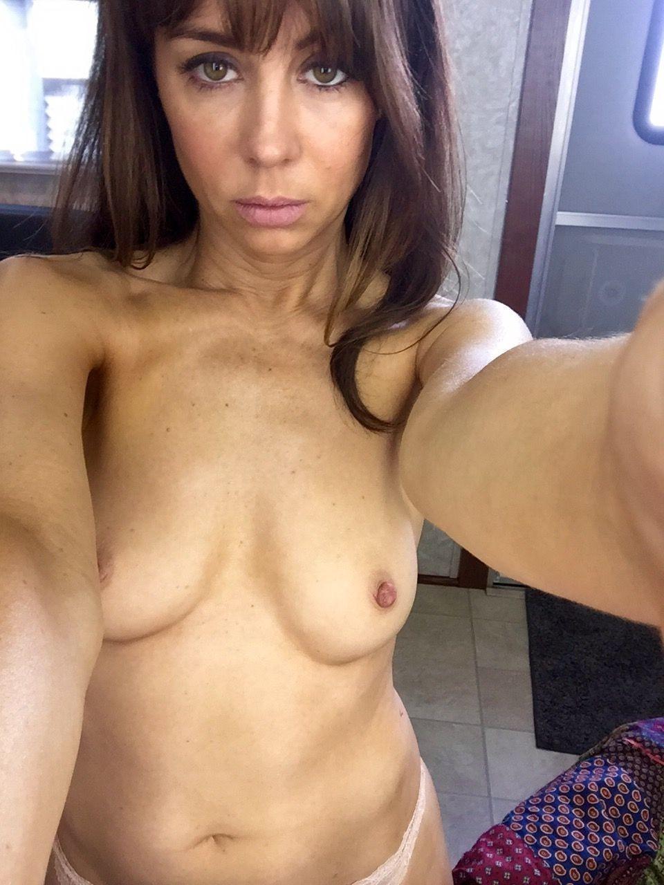 Natasha-Leggero-Nude-TheFappening-8.jpg