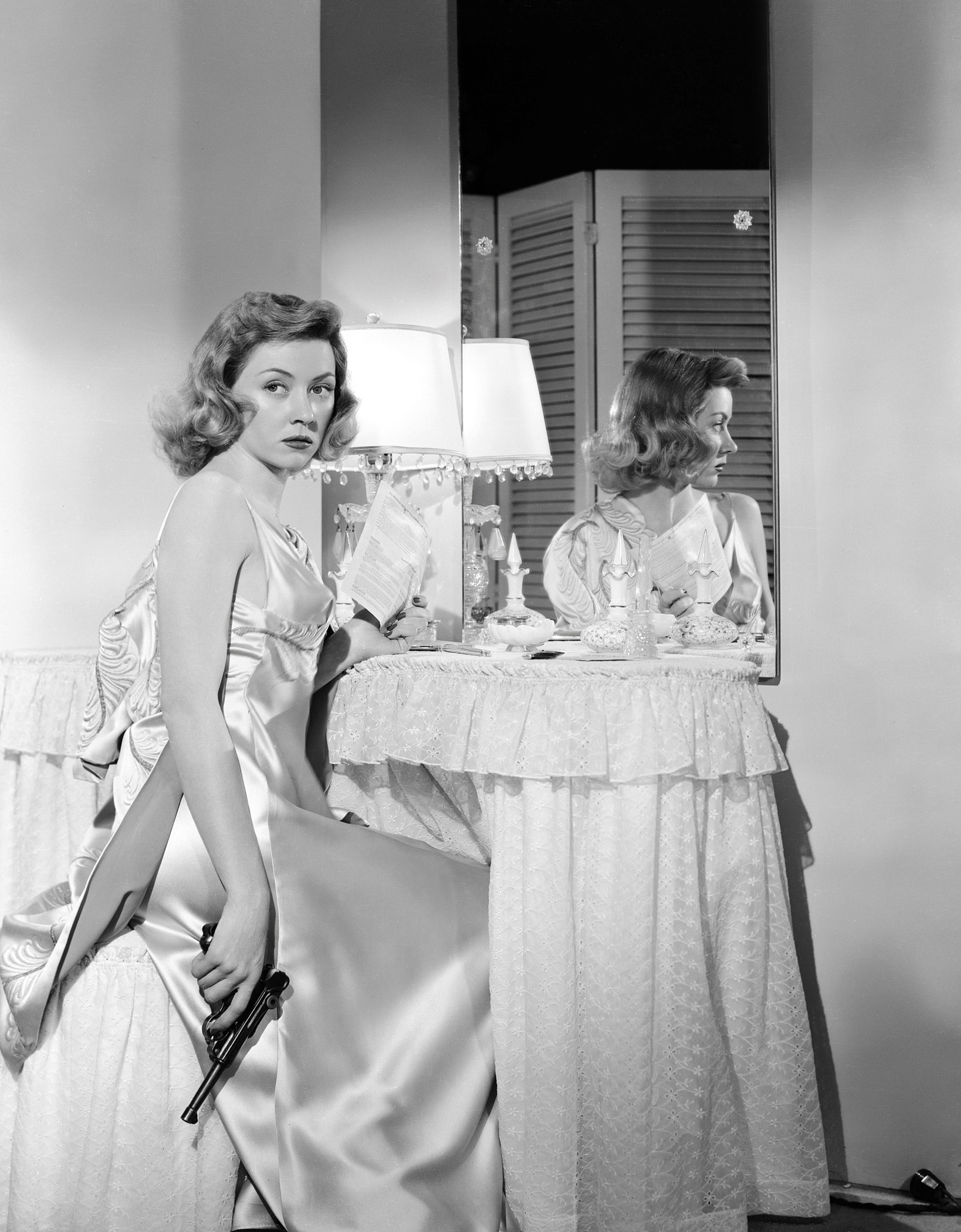 002-gloria-grahame-theredlist.jpg