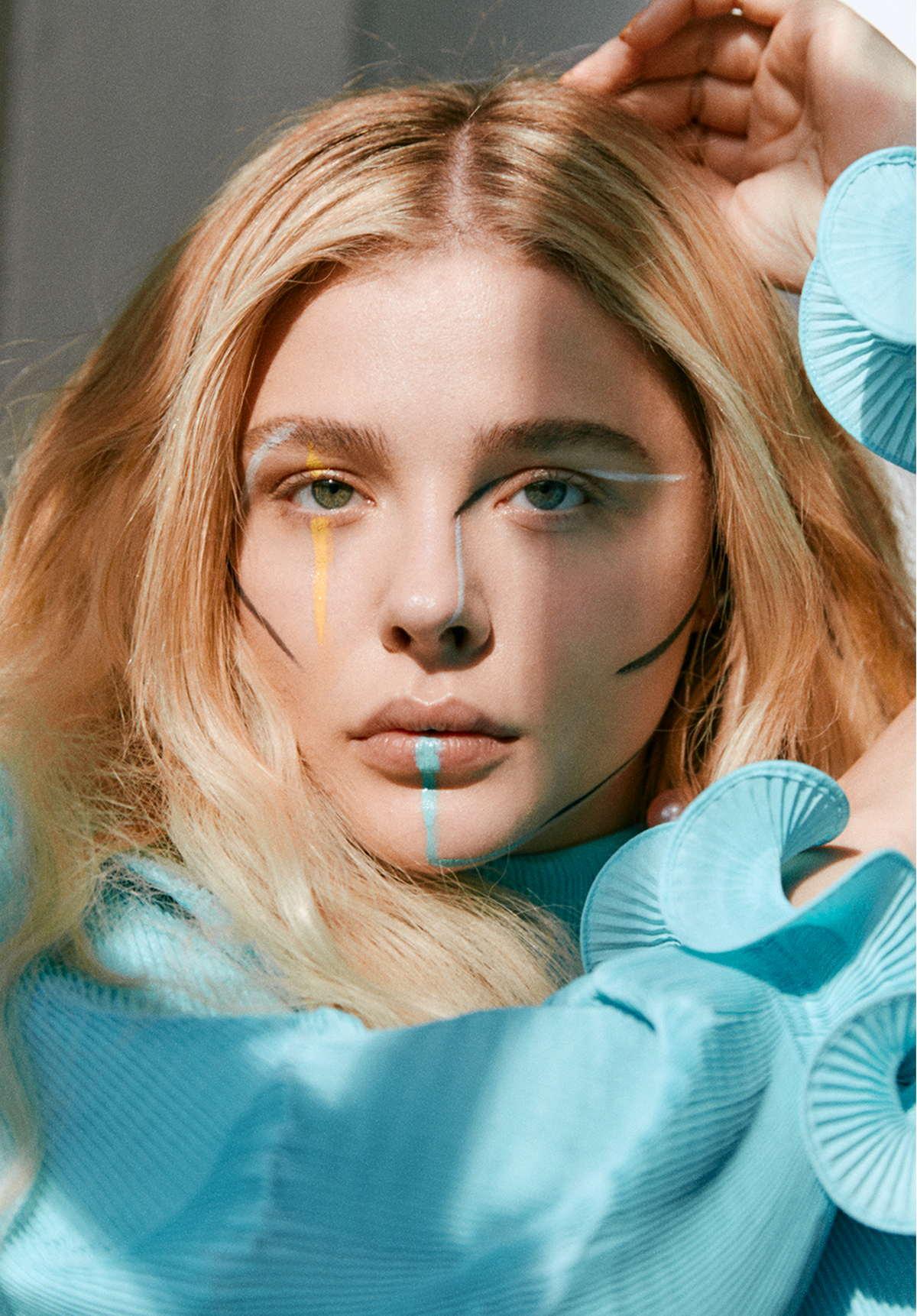 Chloë-Grace-Moretz-Photographed-by-Harper-Smith-for-Who-Wat-Wear-201800001.jpg